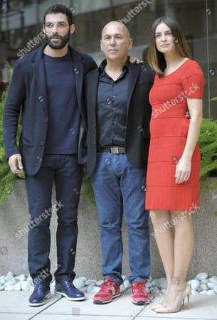 Turkish-born Italian Filmmaker Ferzan Ozpetek (c) with Actors/cast Members Polish-born Kasia Smutniak (r) and Italian Francesco Arca (l) Pose For Photographs During the Photocall For the Movie 'Allacciate Le Cinture' (fasten Your Belts) in Rome Italy 27 February 2014 the Movie Will Be Released in Italian Theaters on 06 March Italy Rome