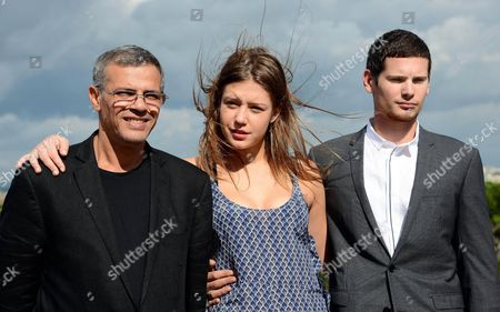 Tunisian-french Director Abdel Kechiche (l) Poses with French Actors Adele Exarchopoulos (c) and Jeremie Laheurte During a Photocall For 'La Vie D'adele' (blue is the Warmest Color) in Rome Italy 16 October 2013 the Movie Will Be Released in Italian Cinemas on 24 October Italy Rome