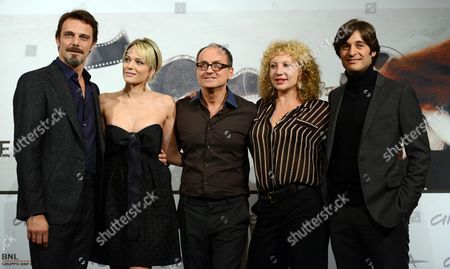 From (l-r): Alessandro Preziosi Laura Chiatti Italian Director Pappi Corsicato Iaia Forte and Lino Guanciale Pose During the Photocall For the Movie 'Il Volto Di Un'altra' (the Face of Another) by Italian Director Pappi Corsicato at the 7th Annual Rome Film Festival in Rome Italy 12 November 2012 the Movie is Presented in Competition at the Festival That Runs From 09 to 17 November Italy Rome