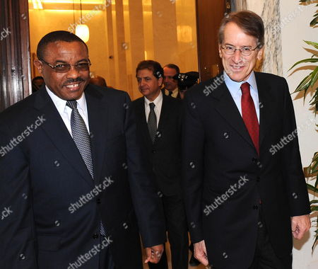 The Italian Foreign Ministry Giulio Terzi Di Sant 'Agata (r) with the Deputy Prime Minister and Foreign Minister of Ethiopia Hailemariam Desalegn (l) at the Foreign Ministry in Rome Italy 07 March 2012 Italy Rome
