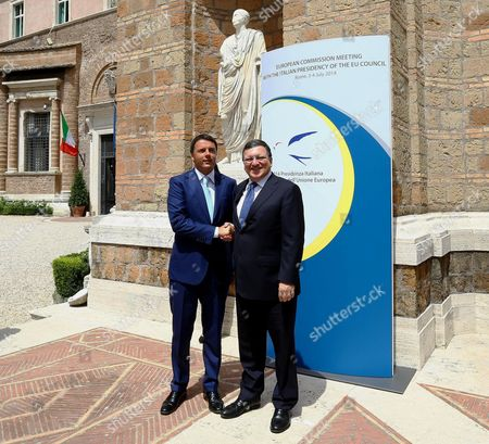 Italian Prime Minister Matteo Renzi (l) Shakes Hands with Outgoing European Commission President Jose Manuel Durao Barroso As They Pose in Front of the Villa Madama in Rome Italy 04 July 2014 Prior to a Meeting That Marks the Beginning of the Six Months Italian Presidency of the Council of the European Union Italy Rome