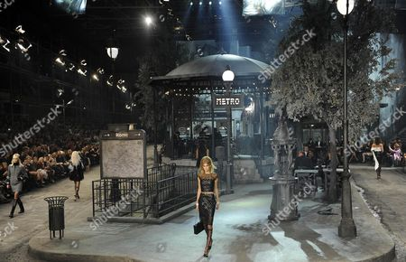 Estonian Model Alexandra Elizabeth Ljadov Presents the Paris-rome 2015/16 Creations by German Designer Karl Lagerfeld For Chanel During the Chanel Metiers D'art 2015/16 Fashion Show at Cinecitta in Rome Italy 01 December 2015 Italy Rome