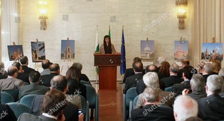 Pakistani Foreign Minister Hina Rabbani Khar (c) Speaks During a News Conference in Rome Italy 01 February 2013 the Pakistani Foreign Minister is on an Official Visit to Italy Italy Rome