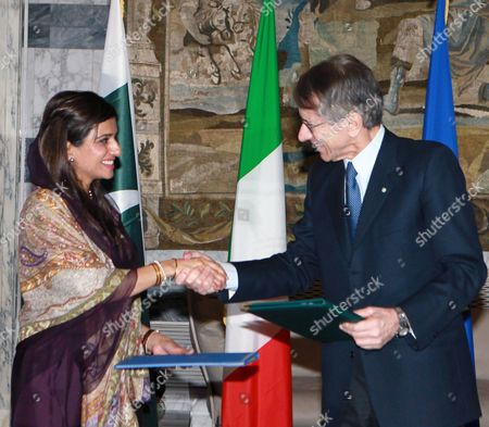 Pakistani Foreign Minister Hina Rabbani Khar (l) Shakes Hands with Italian Foreign Minister Giulio Terzi (r) During a News Conference in Rome Italy 01 February 2013 the Pakistani Foreign Minister is on an Official Visit to Italy Italy Rome