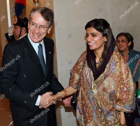 Italian Foreign Minister Giulio Terzi (l) Meets with Pakistan's Foreign Minister Hina Rabbani Khar in Rome Italy 01 February 2013 Italy Rome