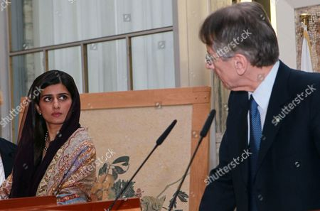 Pakistani Foreign Minister Hina Rabbani Khar (l) and Italian Foreign Minister Giulio Terzi (r) Are Seen During a News Conference in Rome Italy 01 February 2013 the Pakistani Foreign Minister is on an Official Visit to Italy Italy Rome