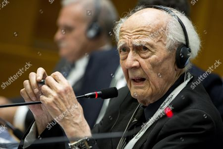 Stock Image of Polish Philosopher Zygmunt Bauman Stands at Italian Parliament During the Ceremony of Opening of the Convention on Addiction in Rome 22 October 2013 the Meeting Run From Today to 25 October 2013 Italy Rome