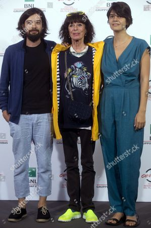 Us Actress Geraldine Chaplin (c) Poses with Directors Mexican Director Israel Cardenas (l) and Dominican Republic's Laura Amelia Guzman (r) For the Photographers During the Photocall For the Movie 'Sand Dollars' at the 9th Annual Rome Film Festival in Rome Italy 21 October 2014 the Festival Runs From 16 to 25 October Italy Rome