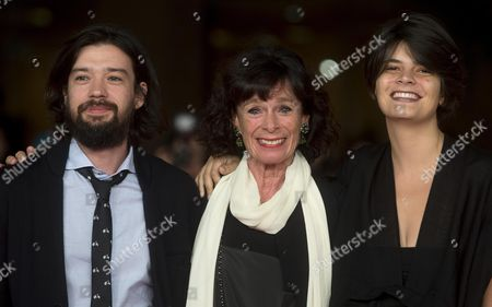 Us Actress Geraldine Chaplin (c) and Directors Israel Cardenas (l) and Laura Amelia Guzman (r) Arrive on the Red Carpet For the Premiere of the Movie 'Sand Dollars' at the 9th Annual Rome Film Festival in Rome Italy 21 October 2014 the Festival Runs From 16 to 25 October Italy Rome