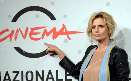 Italian Actress Isabella Ferrari Poses During the Photocall For the Movie 'E La Chiamano Estate' Directed by Paolo Franchi at the 7th Rome Film Festival in Rome Italy 14 November 2012 the Movie is Presented in Competition at the Festival That Runs From 09 to 17 November Italy Rome