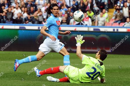 Napoli's Edinson Cavani (l) in Action Against Catania's Goalkeeper Juan Pablo Carrizo (r) During the Italian Serie a Soccer Match Between Ssc Napoli and Catania Calcio at San Paolo Stadium in Naples Italy 25 March 2012 Italy Naples