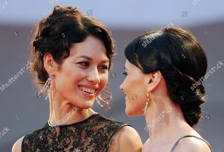 Italian Actress Romina Mondello (r) and French Actress and Model Olga Kurylenko (l) During the Red Carpet For the Premiere For the Movie 'To the Wonder' by Us Director Terrence Malick During the 69th Venice Film Festival in Venice at the Lido in Venice Italy 02 September 2012 the Movie is Presented in Official Competition at the Festival Which Runs From 29 August to 08 September Italy Venice