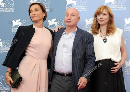 (l-r) British French Actress Kristin Scott Thomas French Director Pascal Bonitzer and French Actress Isabelle Carre Pose During a Photocall For 'Cherchez Hortense' During the 69th Venice International Film Festival in Venice Italy 01 September 2012 the Movie is Presented out of Competition at the Festival Which Runs From 29 August to 08 September Italy Venice