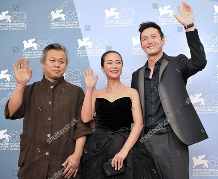 (l-r) Korean Director Kim Ki-duk and Actors Cho Min-soo and Lee Jung-jin Pose During the Photocall For Pieta During the 69th Venice International Film Festival in Venice Italy 04 September 2012 the Movie is Presented in Official Competition at the Festival Which Runs From 29 August to 08 September Italy Venice