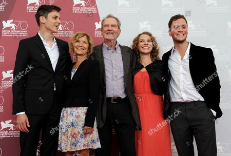 German Director and Writer Edgar Reitz (c) Poses with Actors Jan Dieter Schneider (l) Marita Breuer (2-l) Antonia Bill (2-r) and Maxmilian Scheidt (r) During a Photocall For 'Die Andere Heimat - Chronik Einer Sehnsucht' (home From Home - Chronicle of a Vision) at the 70th Annual Venice International Film Festival in Venice Italy 29 August 2013 the Movie is Presented out of Competition at the Festival That Runs From 28 August to 07 September Italy Venice