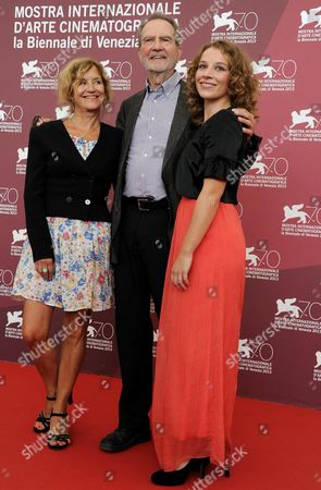 German Director and Writer Edgar Reitz (c) Poses with Actresses Antonia Bill (r) and Marita Breuer (l) During a Photocall For 'Die Andere Heimat - Chronik Einer Sehnsucht' (home From Home - Chronicle of a Vision) at the 70th Annual Venice International Film Festival in Venice Italy 29 August 2013 the Movie is Presented out of Competition at the Festival That Runs From 28 August to 07 September Italy Venice
