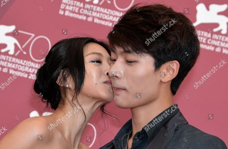 South Korean Actors Seo Young-ju (r) and Lee Eun-woo Pose at a Photocall For 'Moebius' During the 70th Annual Venice International Film Festival in Venice Italy 03 September 2013 the Movie is Presented out of Competition at the Festival That Runs From 28 August to 07 September Italy Venice