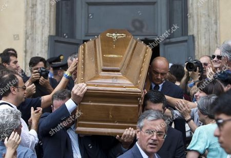 Stock Picture of The Coffin of Italian Screenwriter Vincenzo Cerami Vincenzo Cerami is Accried Outside the Church Dans His Funeral Ceremony in Rome Italy 19 July 2013 Cerami who Studied with Pier Paolo Pasolini Died in Rome on 17 July 2013 He was 72 Italy Rome