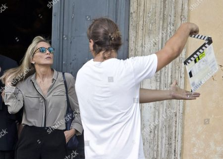 Us Actress/cast Member Sharon Stone (left) Gets Ready to Shoot a Scene During the Filming of the Movie 'Il Ragazzo D'oro' (lit : the Golden Boy) at the Piazza Del Popolo in Rome Italy 18 July 2013 on the First Day of Shooting of the New Movie of Italian Director Pupi Avati Italy Rome