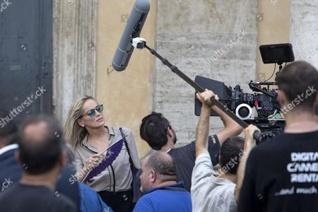 Us Actress/cast Member Sharon Stone (back) Gets Ready to Shoot a Scene During the Filming of the Movie 'Il Ragazzo D'oro' (lit : the Golden Boy) at the Piazza Del Popolo in Rome Italy 18 July 2013 on the First Day of Shooting of the New Movie of Italian Director Pupi Avati Italy Rome
