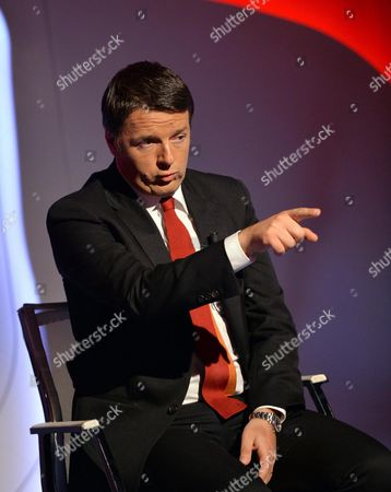 Italian Prime Minister Matteo Renzi Speaks During the La7 Tv Programm 'Bersaglio Mobile' Conducted by Journalist Enrico Mentana in Rome Italy 22 May 2015 Italy Rome