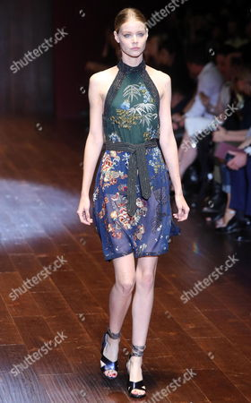 A Model Presents a Creation by Italian Designer Frida Giannini From the Spring/summer 2015 Collection of Italian Label Gucci During the Milan Fashion Week in Milan Italy 17 September 2014 the Milano Moda Donna Runs From 17 to 22 September Italy Milan