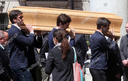 Men Carry the Coffin of Ottavio Missoni at His Funeral at Santa Maria Assunta Church in Gallarate Varese Italy 13 May 2013 Missoni Founder of the Italian Fashion Label Missoni and a Former Olympic Runner Died on 09 May 2013 at His Home Aged 92 the Missoni Brand is Famous For Its Multicoloured Knitwear with Its Trademark Zigzag and Other Geometric Patterns Italy Gallarate (varese)