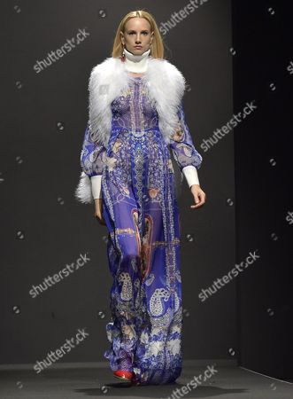 A Model Presents a Creation From the Fall/winter 2015-2016 Collection of Italian Designer Salvatore Piccione For His Label Piccione Piccione During the Altaromaaltamoda Fashion Week in Rome Italy 31 January 2015 the Event Runs From 30 January to 02 February Italy Rome