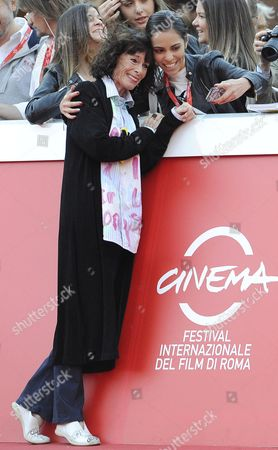 Us Actress Geraldine Chaplin Poses For Photographs with Fans As She Arrives on the Red Carpet For the Premiere of the Movie 'Sand Dollars' Directed by Laura Amelia Guzman and Israel Cardenas at the 9th Annual Rome Film Festival in Rome Italy 22 October 2014 the Festival Runs From 16 to 25 October Italy Rome