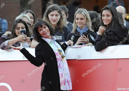 Stock Image of Us Actress Geraldine Chaplin Poses For Photographs Next to Fans As She Arrives on the Red Carpet For the Premiere of the Movie 'Sand Dollars' Directed by Laura Amelia Guzman and Israel Cardenas at the 9th Annual Rome Film Festival in Rome Italy 22 October 2014 the Festival Runs From 16 to 25 October Italy Rome