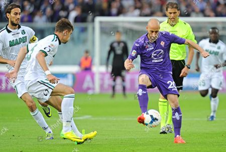Fiorentina's Midfielder Borja Valero (r) Vies For the Ball with Sassuolo's Defender Luca Antei During the Italian Serie a Soccer Match Between Cfc Fiorentina and Us Sassuolo Calcio at Artemio Franchi Stadium in Florence Italy 6 May 2014 Italy Firenze