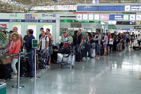 Passengers Queue at the Check-in Points at Fiumicino's Leonardo Da Vinci Airport Near Rome Italy 06 September 2014 Air Controllers of Licta and Anpact Unions Are on Strike in Italy 06 September 2014 Italy Fiumicino Airport (rome)