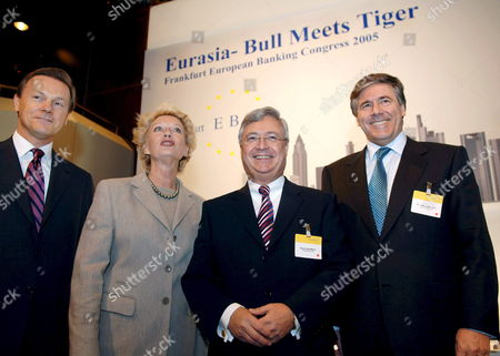 Lord Mayoress of Frankfurt Petra Roth (cdu 2nd From L) with Speakers of the Board Herbert Walter (l Dresdner Bank) Klaus-peter Mueller (2nd From R Commerzbank) and Josef Ackermann (r Deutsche Bank) During the European Banking Congress at the Old Opera (alte Oper) in Frankfurt Main Germany Friday 18 November 2005 the Business Meeting Attended by German and European Top Bankers Centres the Relations of European and Asian Financial Institutes Guests From Ukraine India Japan Philippines and Malaysia Are Expected For the One-day Discussion Germany Frankfurt Main