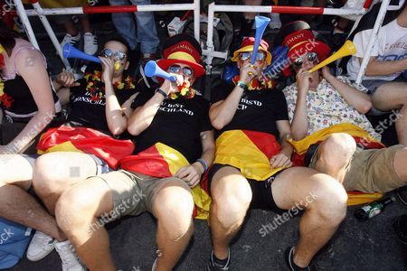 Supporters of the German National Team Wait For the Beginning of the Match on the 'Fan Fest' in Berlin Germany Tuesday 04 July 2006 the German National Soccer Team Will Face Italy in the Semi Final Later Today in Dortmund Photo: Marcel Mettelsiefen Germany Berlin