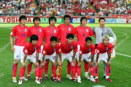 The Team From Korea Republic (second Line L-r) Jae Jin Cho Young Chul Kim Ho Lee Jin Cheul Choi Jin Kyu Kim Jae Woon Lee (first Line L-r) Ji Sung Park Eul Yong Lee Chong Gug Song Young Pyo Lee Chun Soo Lee Prior the Group G Match of 2006 Fifa World Cup Between Korea Republic and Togo in Frankfurt on Tuesday 13 June 2006 Germany Frankfurt
