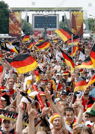 Supporters of the German National Soccer Team Celebrate on the Fan Fest in Downtown Berlin Germany Tuesday 20 June 2006 Prior to the Group a Match of 2006 Fifa World Cup Between Ecuador and Germany in Berlin Photo: Marcel Mettelsiefen Germany Berlin