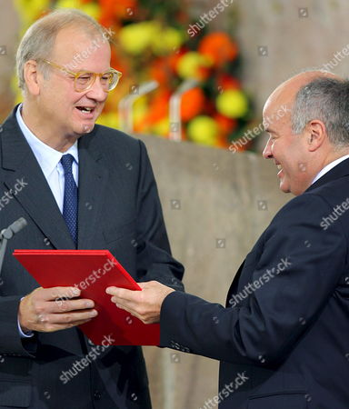 Sociologist Wolf Lepenies (l) Receives the Peace Prize of German Book Trade at the Paulskirche (st Paul's Church) in Frankfur From Gottfried Honnefelder Chairman of German Book Trade Sunday 08 October 2006 Wolf Lepenies a Leading German Intellectual Academic and Journalist was Awarded Sunday the Annual Peace Prize of the German Book Trade in Frankfurt Germanys Top Literary Honour the 25 000 Euros (35 000 Usd) Prize Awarded Since 1950 by Boersenverein the Association of German Publishers and Booksellers is the Countrys Leading Literary Award and Honours Writers Whose Work Leads to Reconciliation and Peace Germany Frankfurt/main