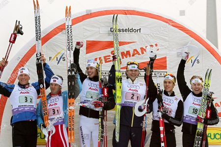 (l-r) Norwegian Runner-ups Johan Kjoelstad and Tor Arne Hetland Are Pictured with the Swedish Winners Peter Larsson and Thobias Fredriksson and the Third Placed Swedish Marcus Hellner and Emil Joensson During the Award Ceremony After the Men's Team Sprint at the Ski Cross Country World Cup in Duesseldorf Germany 28 October 2007 During the Season's Opening Event Taking Place From 27 to 28 October 2007 Some 150 Athletes Compete For the Sixth Time on a 30 Cm Layer of Artificial Snow at the Banks of the Rhine River Germany Duesseldorf