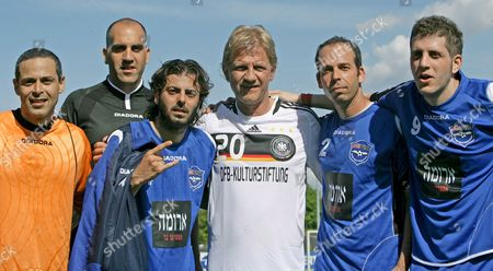 German Director Soenke Wortmann (c) Smilers with (l-r) Lon Mordi Shlomi Avitaz Yehezkel Nafshi Yoav Avni and Nir Baram (all Israel) After a So-called 'Writers League' Match at Wurfplatz Stadium in Berlin Germany 06 May 2008 German and Israeli Writers Met For a Match on Invitation of the German Foreign Office and the German Football Federation (dfb) Culture Foundation the Newly Found 'Writers League' Aims to Contribute to the Nations' Dialogue Germany Berlin
