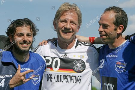 Yehezkel Nafshi (l) and Yoav Avni (r) Smile with German Director Soenke Wortmann (c) After a So-called 'Writers League' Match at Wurfplatz Stadium in Berlin Germany 06 May 2008 German and Israeli Writers Met For a Match on Invitation of the German Foreign Office and the German Football Federation (dfb) Culture Foundation the Newly Found 'Writers League' Aims to Contribute to the Nations' Dialogue Germany Berlin