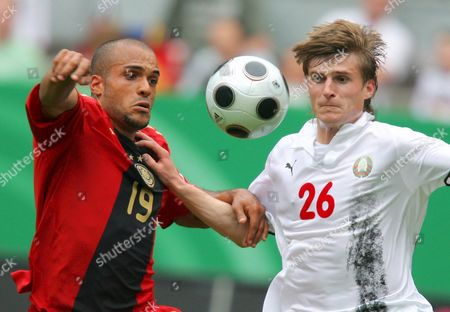 Germany's David Odonkor (l) and Belarus' Pawel Sitko Vie For the Header During the Soccer Friendly Germany Vs Belarus at Fritz-walter-stadion in Kaiserslautern Germany 27 May 2008 Germany Kaiserslautern