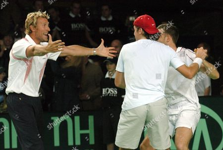 Germany's Davis Cup Team of Tommy Haas (c) and Alexander Waske (r) Celebrate with Team Manager Patrick Kuehnen (l) After Their Victory Over Israel's Jonathan Ehrlich and Andy Ram in Alsdorf Germany on Saturday 10 April 2004 the Win Gives Germany an Irreversable 3-0 Lead and Qualifies It For the Davis Cup World Group Germany Alsdorf
