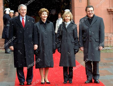 Us President George W Bush (l) and His Wife Laura (2nd L) Are Greeted by German Chancellor Gerhard Schroeder (r) and His Wife in the Courtyard of the Electoral Castle in Mainz Germany Wednesday 23 February 2005 Bush and Schroeder Want to Set Up Goals For the Future German American Collaboration Germany Mainz