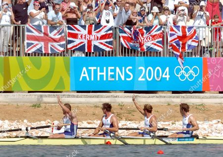 Gold Medal Winners Steve Williams James Cracknell Ed Coode and Matthew Pinsent (r-l) of Great Britain Wave to the Crowd After Winning the Men's Four Final at the Athens 2004 Olympic Games Saturday 21 August 2004 Epa/dpa Achim Scheidemann Greece Athens