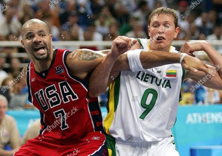 Darius Songaila (r) of Lithuania in Action Against Carlos Boozer (l) of the United States in the Basketball Men's Bronze Medal Match at the Athens 2004 Olympic Games Saturday 28 August 2004 Epa/dpa Gero Breloer Greece Athens