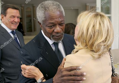 Former United Nations (un) Secretary-general Kofi Annan (c) Welcomes Former German Chancellor Gerhard Schreoeder (l) and His Wife Doris Schroeder-koepf (r) For the 20th Anniversary of Financial Service Provider Awd in Hanover Germany 05 July 2008 Awd Ceo Carsten Maschmeyer Had Invited Prominent Guests to His Private House in Essen the Celebrations Continued on the Former Expo Premises in Hanover Photo: Frank May Germany Hanover