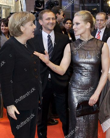 German Chancellor Angela Merkel (l) Chats with Polish Actress Magdalena Cielecka Before the Premiere of the Film 'Katyn' at the 58th Berlin International Film Festival in Berlin Germany 15 February 2008 the Film Runs out of Competition at the 58th Berlinale Germany Berlin