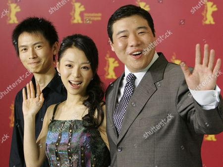 Chinese Actors Lu Yulai Zhang Jingchu and Feng Li Smile and Wave Hands As They Present Their New Film 'Peacock' at Ther Berlinale Filmfestival in Berlin Friday 18 February 2005 the Chinese Production Tells Story of Three People Whose Fates Each Represent a Human Extreme Against the Backdrop of the Period After the Cultural Revolution in China at the End of the 1970s Germany Berlin