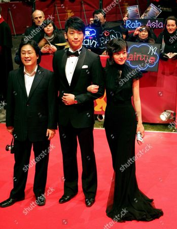 (l-r) South Korean Director Park Chan-wook Pop Star and Actor Rain (jung Ji-hoon) Actress Lim Soo-jung Pose on the Red Carpet As They Arrive For the Screening of the Film 'I'm a Cyborg But That's Ok' Running in Competition at the 57th Berlinale International Film Festival in Berlin on Friday 09 February 2007 Germany Berlin