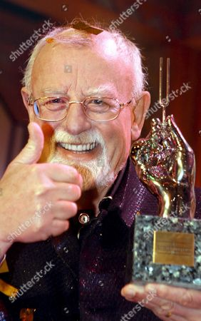 British Singer Roger Whittaker Holds His Platinum Tuning Fork During the Awarding Ceremony of the 26th Golden Tuning Fork (goldene Stimmgabel) in Ludwigshafen Germany Saturday 16 September 2006 Germany Ludwigshafen